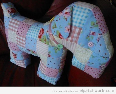 Cojín peluche perro patchwork