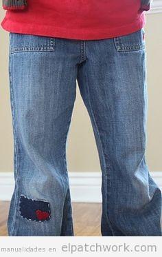 Pantalones tejanos remendados con parches de parchwork 3